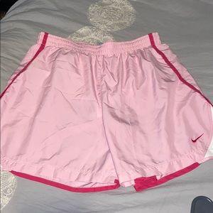XL NIKE shorts women's